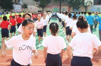 """""""增设体育作业、减少文化课作业""""一时间备受关注,家长、老师对此支持吗?"""